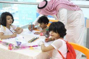 مسابقات وهدايا للأطفال زوار المعرض .JPG -