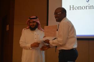 تكريم المساهمين بالأنشطة العلمية من أعضاء هيئة التدريس 2.JPG -