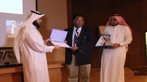 تكريم المشاركين في اليوم العلمي الأول.jpg -